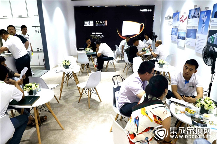 【嘉兴展专访】华帝王见:定制八大优创艺术空间,致力传播品牌理念