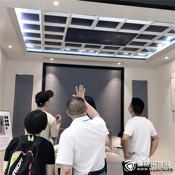 智美X空调+净味墙板 品格顶墙再现广展新传奇!