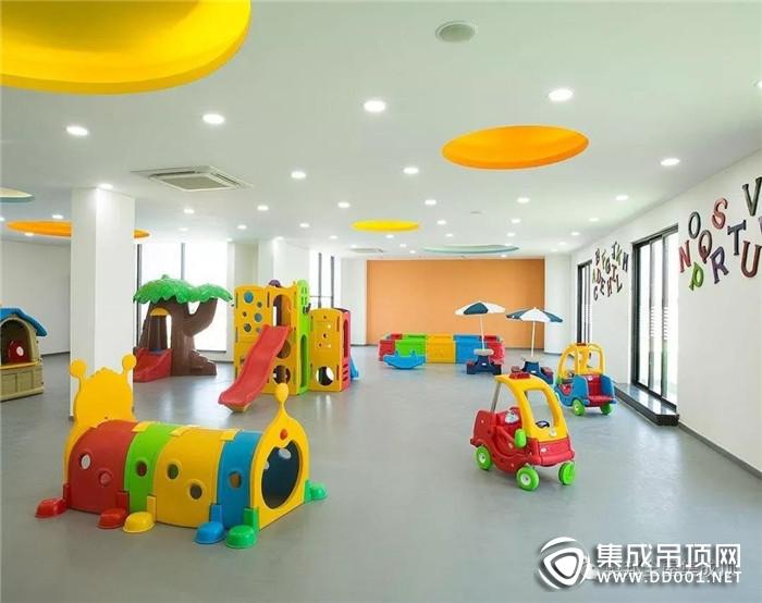 奥邦全屋集成顶给孩子一个色彩明亮 材质健康的幼儿园!